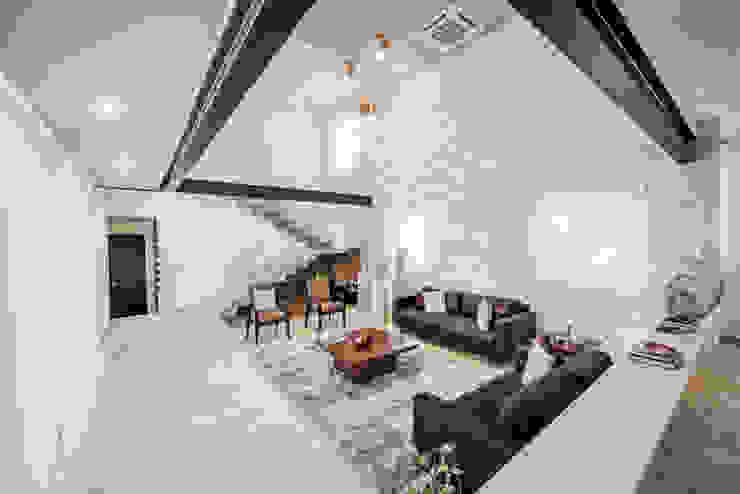 Sala (doble altura) Salas modernas de Constructora e Inmobiliaria Catarsis Moderno Piedra