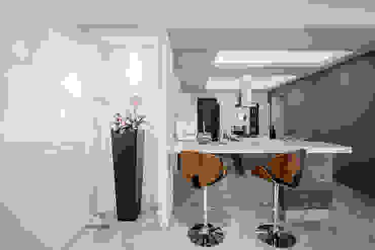 Cocina de Constructora e Inmobiliaria Catarsis Moderno Madera Acabado en madera