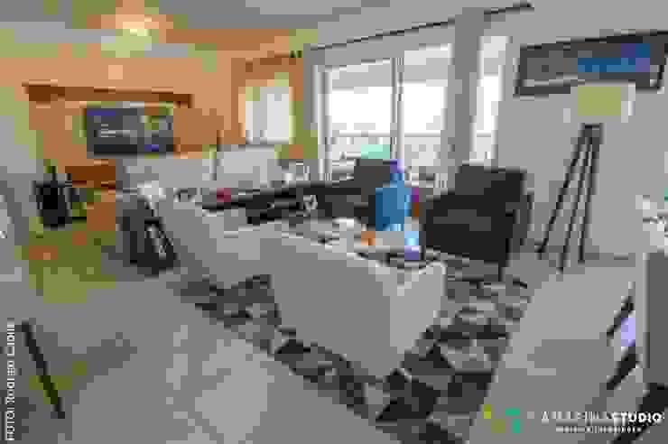 Área social—Apartamento contemporâneo Modern living room by Camarina Studio Modern