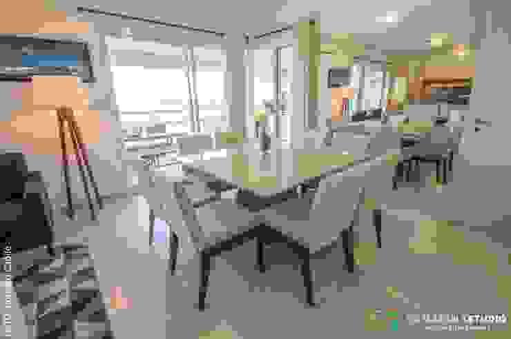 Área social—Apartamento contemporâneo Modern dining room by Camarina Studio Modern