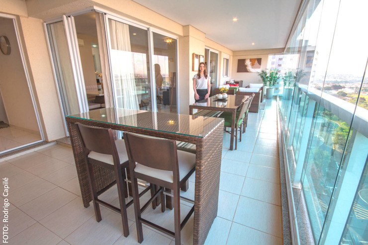 Área social—Apartamento contemporâneo Modern balcony, veranda & terrace by Camarina Studio Modern