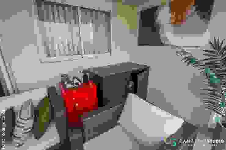 Área social - Apartamento contemporâneo Modern balcony, veranda & terrace by Camarina Studio Modern