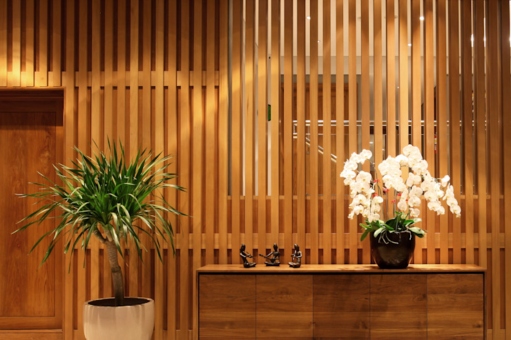 Hôtels modernes par CV Berkat Estetika Moderne Bois Effet bois