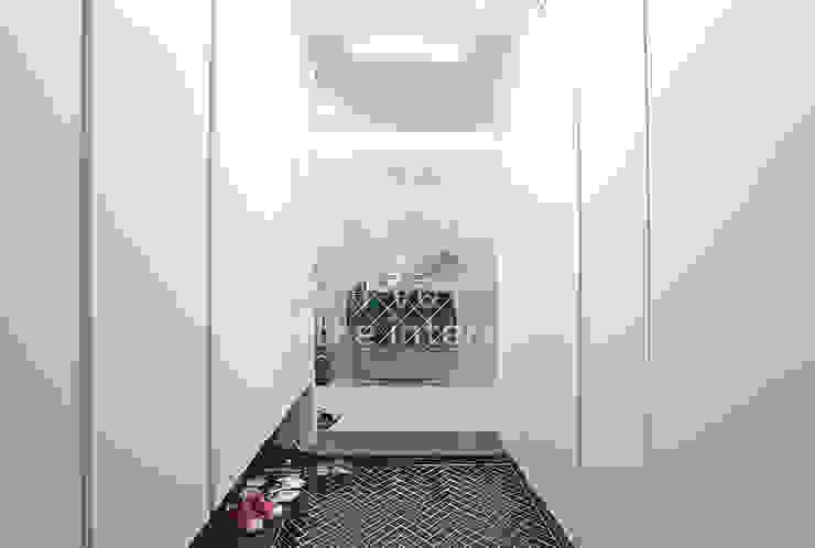 Nowoczesny korytarz, przedpokój i schody od 디자인 아버 Nowoczesny