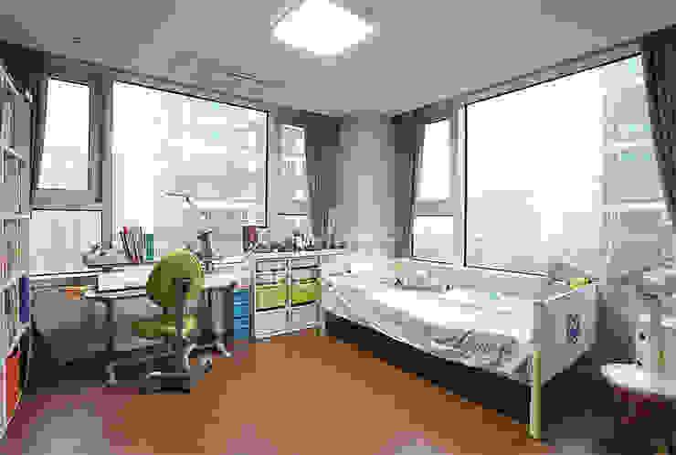 호텔객실같이 깔끔한 아파트 인테리어_47평대 모던스타일 아이방 by 디자인 아버 모던