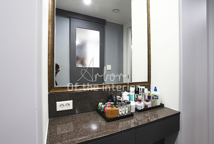 호텔객실같이 깔끔한 아파트 인테리어_47평대 모던스타일 드레싱 룸 by 디자인 아버 모던