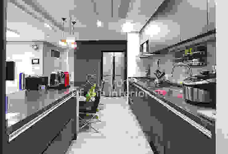 호텔객실같이 깔끔한 아파트 인테리어_47평대 모던스타일 주방 by 디자인 아버 모던