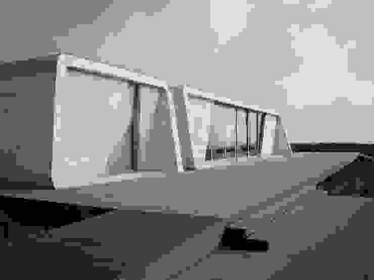 by HUGO MONTE | ARQUITECTO Minimalist Concrete