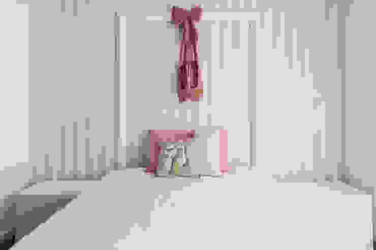 Dormitorios infantiles de estilo moderno de UNISSIMA Home Couture Moderno