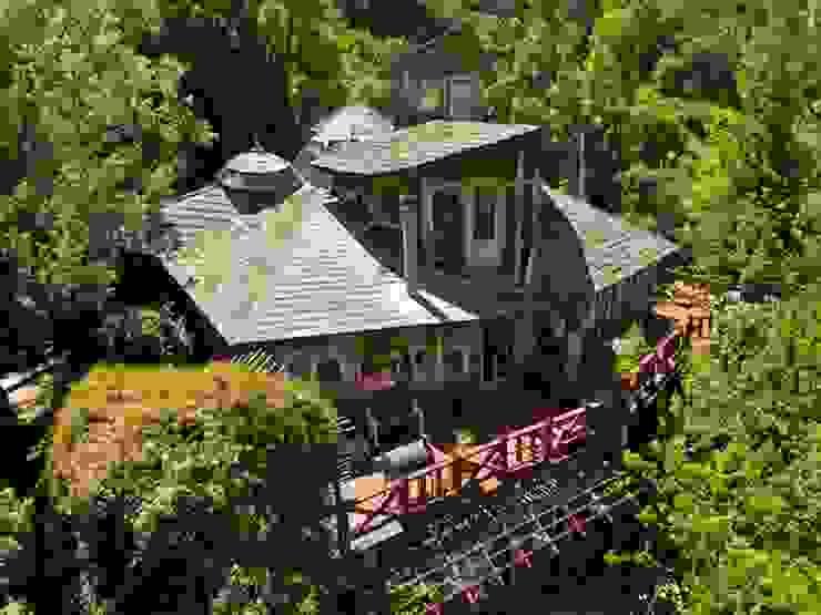 En Bosque Nativo · Cajón del Maipo Casas de estilo rústico de Francisco Vicuña Balaresque Rústico