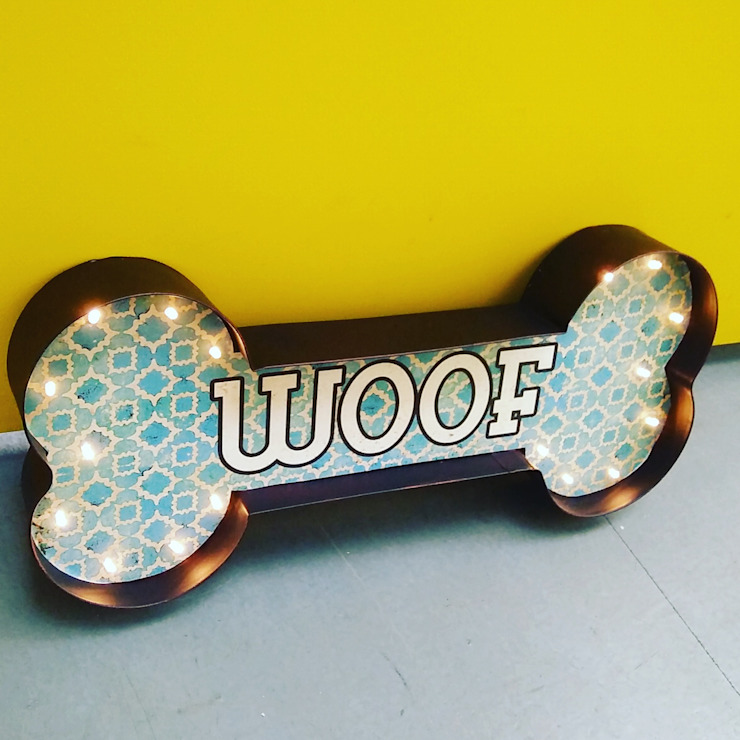 WOOF Dog Lover Illuminated LED Metal Wall Sign de Vintagist.com Rústico