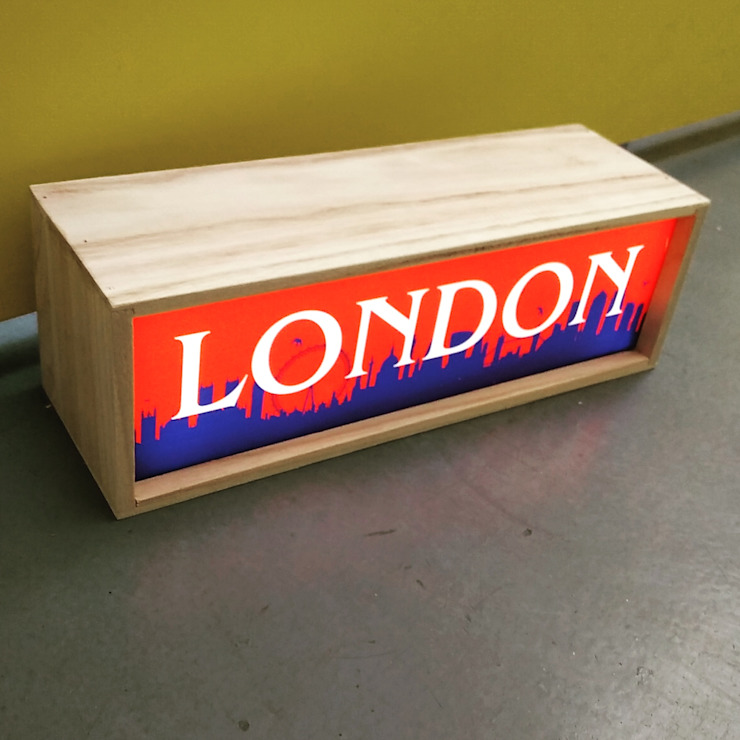 London Skyline Wooden Lightbox Illuminated LED Light Up Display Box de Vintagist.com Rústico