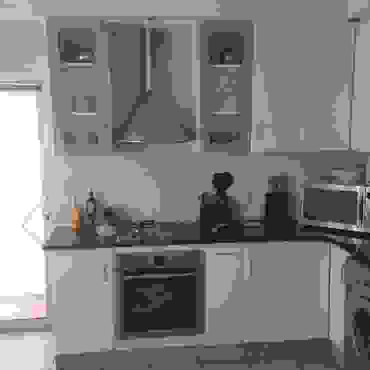 Kitchen Make-over - Harbour Island by Cape Kitchen Designs Modern MDF