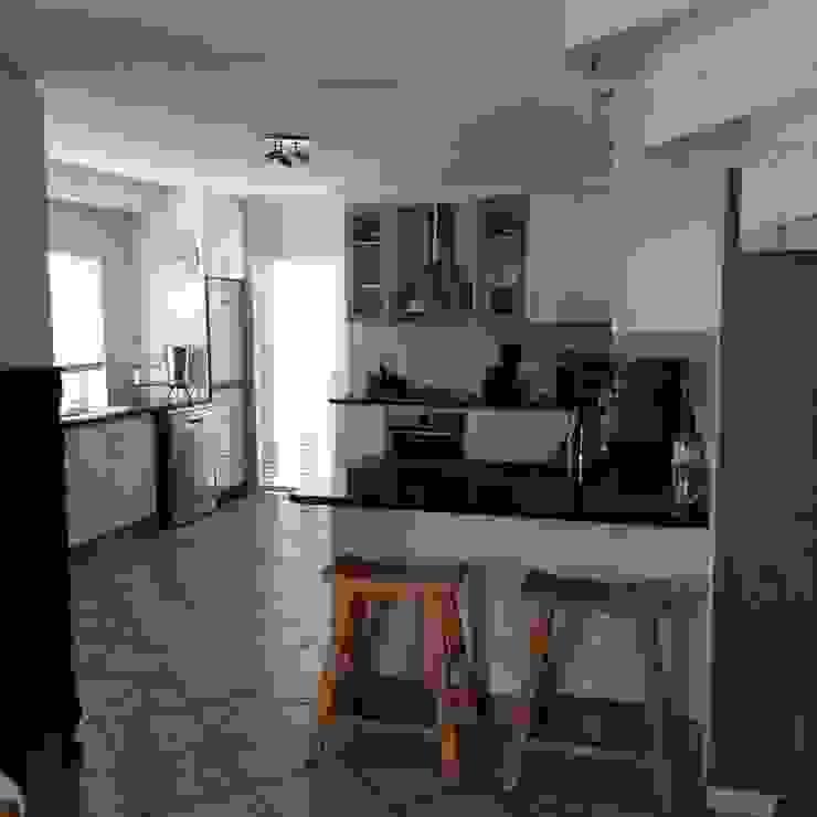 Kitchen Make-over in Harbour Island by Cape Kitchen Designs Modern MDF