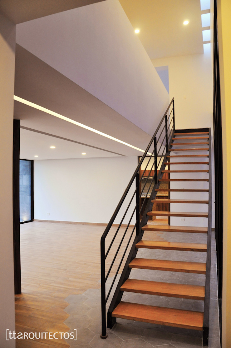 [TT ARQUITECTOS] Corridor, hallway & stairs Stairs