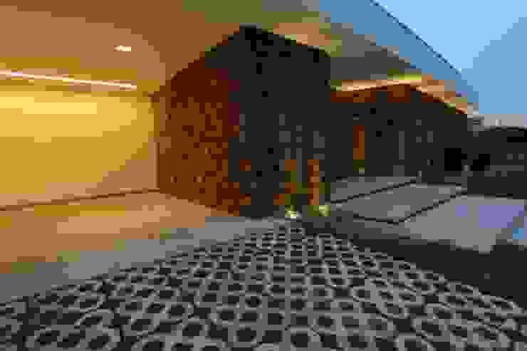 Nowoczesne domy od R|7 Mila Ricetti Arquitetos Associados Nowoczesny