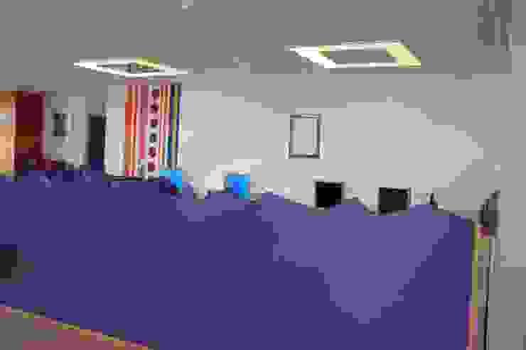 Gemeenschaps- en computerruimte Moderne scholen van janny doornbos architektonische vormgeving Modern