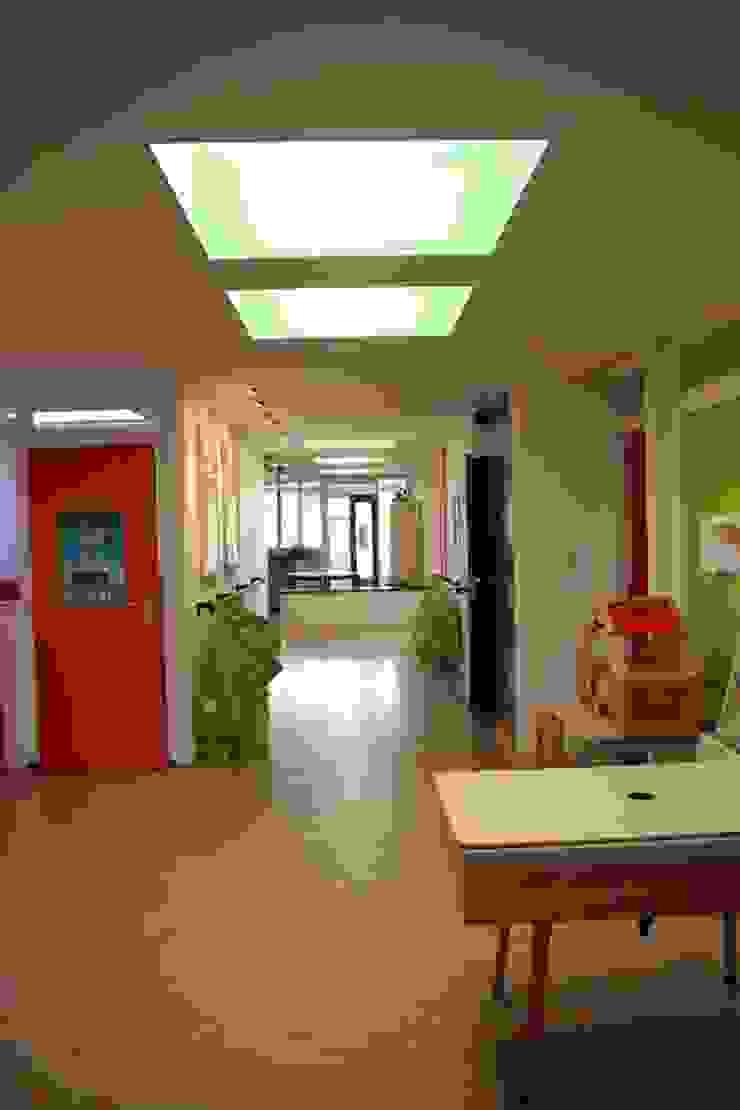 Hal en speelruimte Moderne scholen van janny doornbos architektonische vormgeving Modern