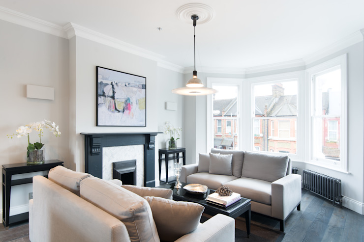 Kensal Green Flat:  Living room by London Home Staging Ltd,