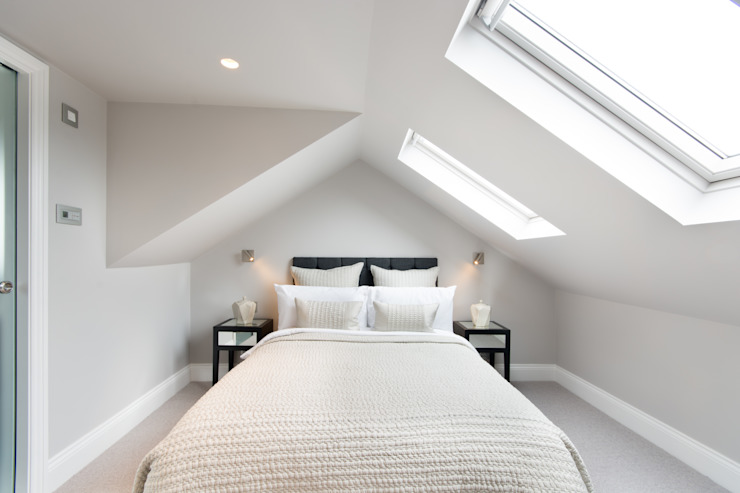 Kensal Green Flat:  Bedroom by London Home Staging Ltd,