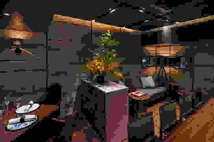 Gastronomia in stile moderno di 株式会社DESIGN STUDIO CROW Moderno Legno Effetto legno