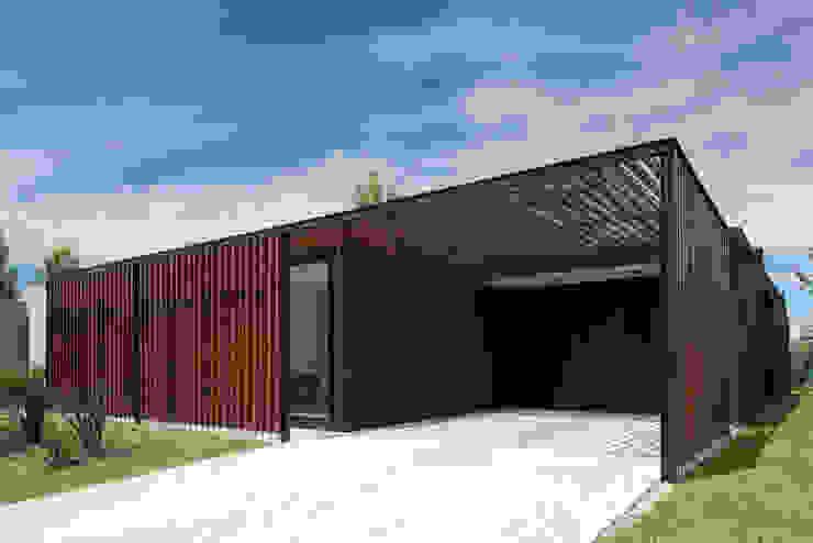 Casa 2LH: Casas de estilo  por Luciano Kruk arquitectos,