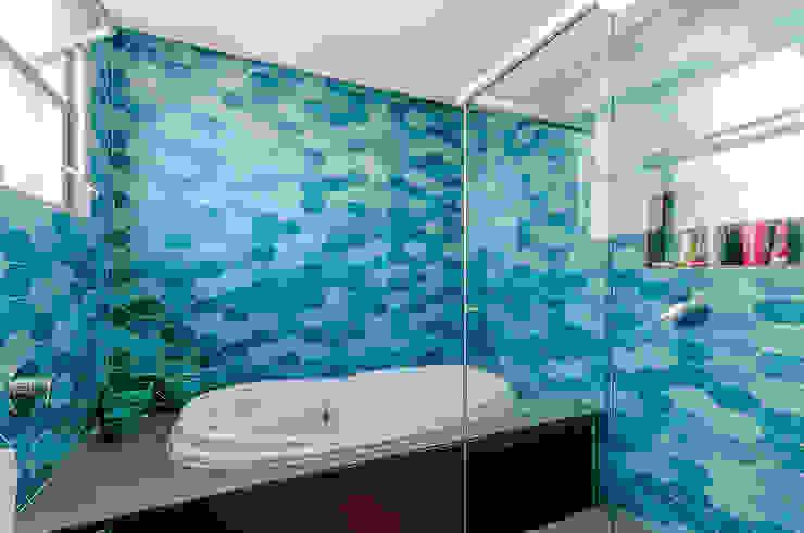 Baños de estilo moderno de ME Fotografia de Imóveis Moderno