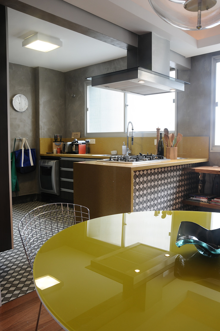 MARIA FERNANDA PEREIRA Built-in kitchens Stone Yellow