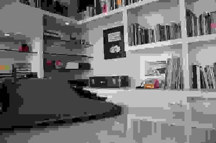 Modern study/office by MARIA FERNANDA PEREIRA Modern Engineered Wood Transparent