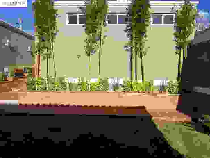 Jardin OmaHaus Arquitectos Balcones y terrazas rústicos