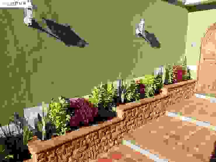Jardineras Balcones y terrazas rústicos de OmaHaus Arquitectos Rústico