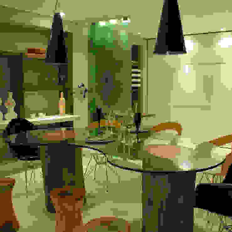 Mesa de Jantar Salas de jantar modernas por MARIA FERNANDA PEREIRA Moderno Madeira maciça Multi colorido