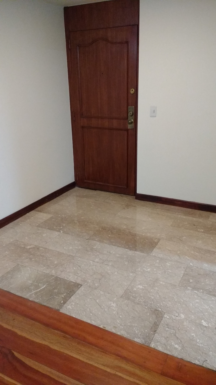 Piso en mármol Lobby Paredes y pisos de estilo moderno de bdl concept/studio Moderno