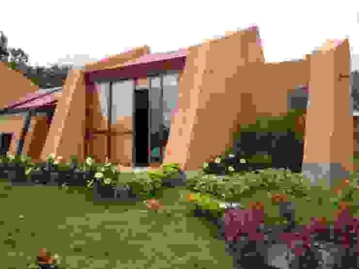 Fachada principal: Casas ecológicas de estilo  por CUNA ARQUITECTURA INGENIERÍA SOSTENIBLE,