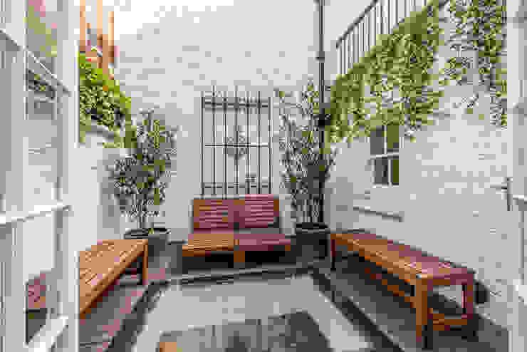 Garden Modern garden by Prestige Architects By Marco Braghiroli Modern
