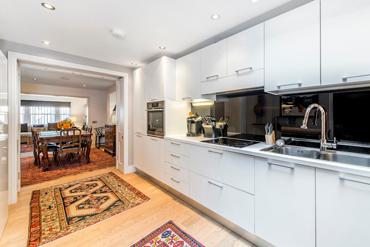 Kitchen Modern kitchen by Prestige Architects By Marco Braghiroli Modern