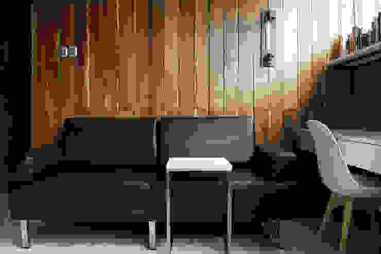 Salas de estilo industrial de INK DESIGN STUDIO Industrial