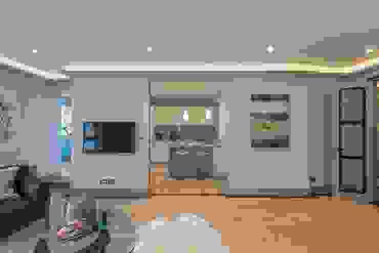 Living Room - Kitchen Гостиная в стиле модерн от Prestige Architects By Marco Braghiroli Модерн