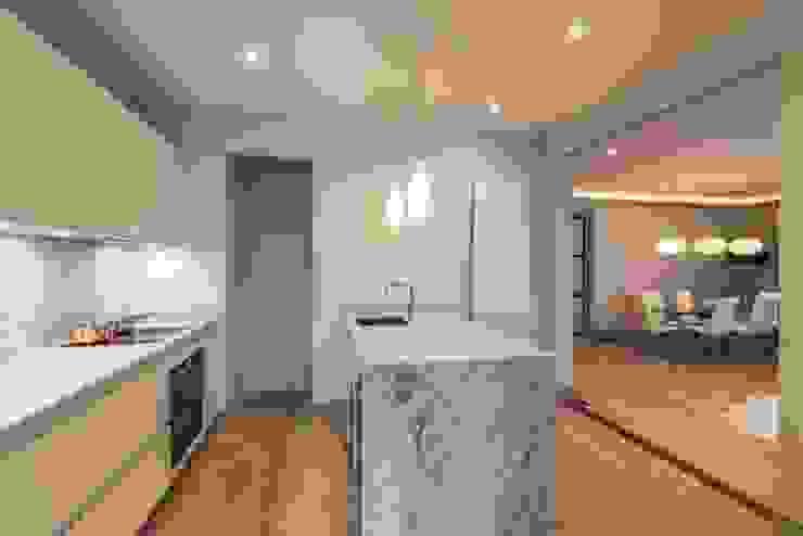 Kitchen Cuisine moderne par Prestige Architects By Marco Braghiroli Moderne
