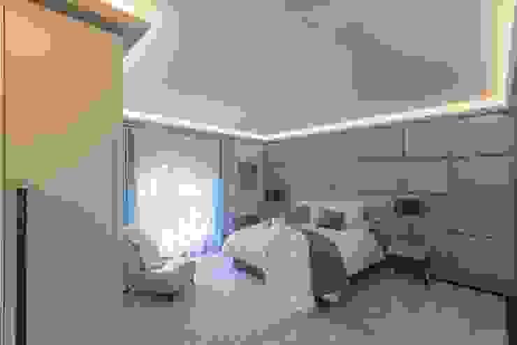 Bedroom Prestige Architects By Marco Braghiroli Nowoczesna sypialnia