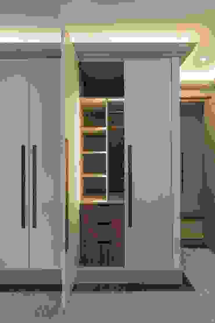 Bedroom room Гардеробная в стиле модерн от Prestige Architects By Marco Braghiroli Модерн
