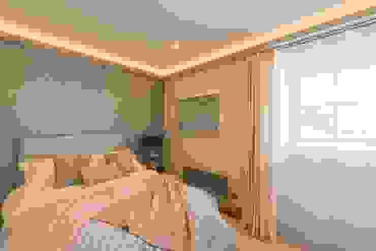 Bedroom Спальня в стиле модерн от Prestige Architects By Marco Braghiroli Модерн