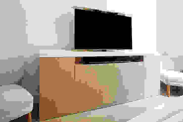 Verona TV Lift : modern  by Aguirre Design , Modern