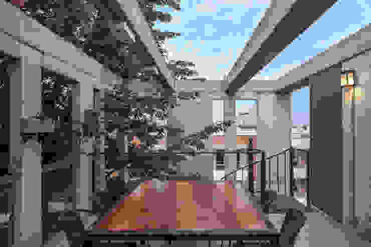 Jacinto Chiclana Balcones y terrazas minimalistas de Ciudad y Arquitectura Minimalista