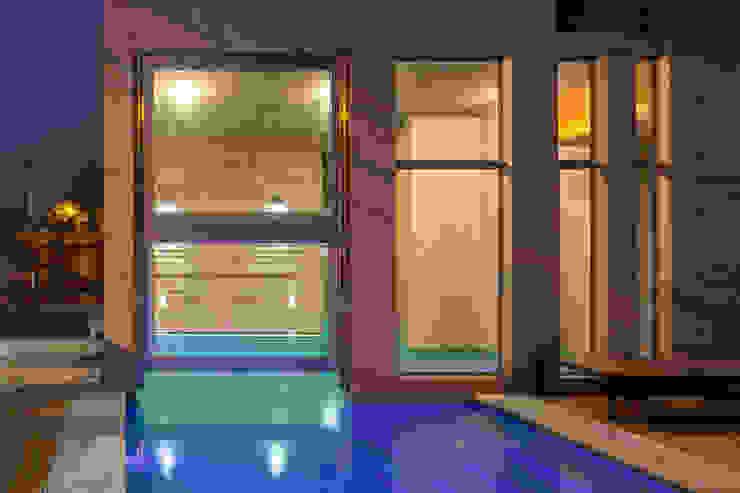 by Ciudad y Arquitectura Minimalist