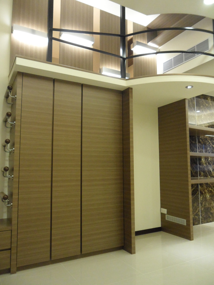 台北美河市陳公館設計裝修案 現代風玄關、走廊與階梯 根據 劉旋設計事務所/劉旋工程有限公司 現代風