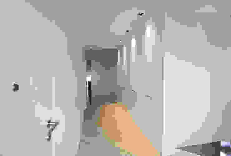 Reforma Piso en Avilés Pasillos, vestíbulos y escaleras de estilo moderno de Bocetto Interiorismo y Construcción Moderno