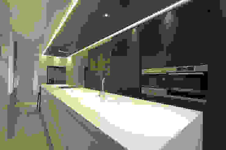 Reforma Piso en Avilés Cocinas de estilo moderno de Bocetto Interiorismo y Construcción Moderno
