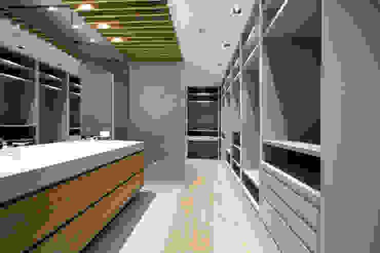Reforma Piso en Avilés Baños de estilo moderno de Bocetto Interiorismo y Construcción Moderno