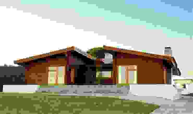 RUSTICASA | House in Dagorda | Cadaval 根據 Rusticasa 現代風 實木 Multicolored